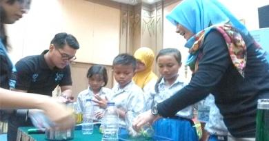 Siswa SD Negeri Ketelan Solo memeriahkan acara Sahid Sciene Day 2017, di Hotel Sahid Jaya Kamis(25/10).