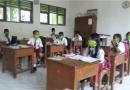 Tak Tahan Limbah Bau PT RUM, Siswa SD Plesan Belajar Pakai Masker