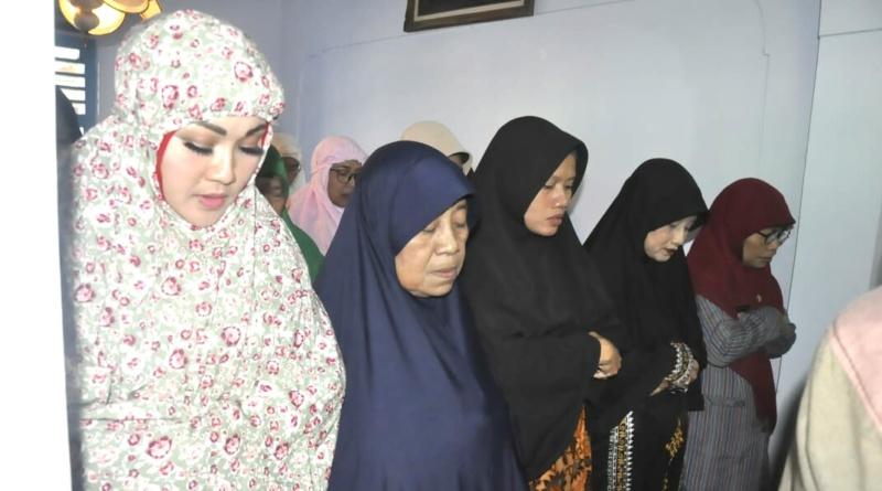 Bupati Klaten Hj. Sri Mulyani Ta'ziah di Rumah Duka