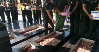 Ziarah Ke Taman Makam Pahlawan Hingga Bedah Rumah Warnai HUT Polisi Militer